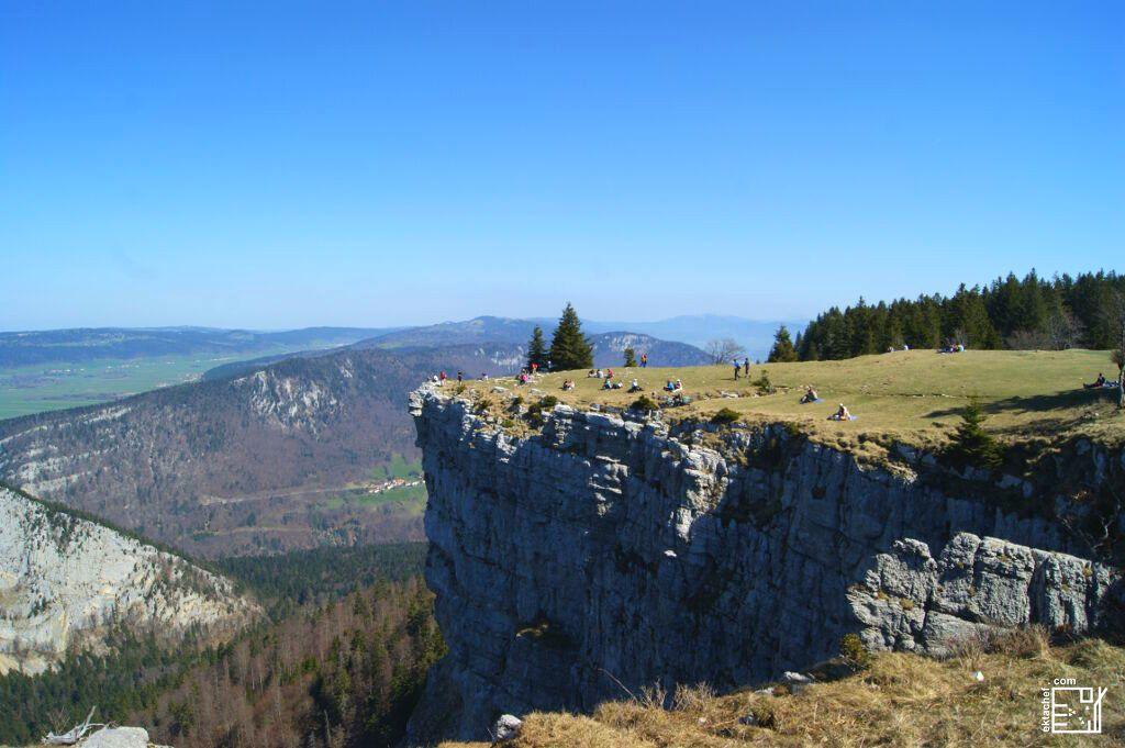 Creux Du Van الموقع محج العديد من الزائرين و محبي الطبيعة
